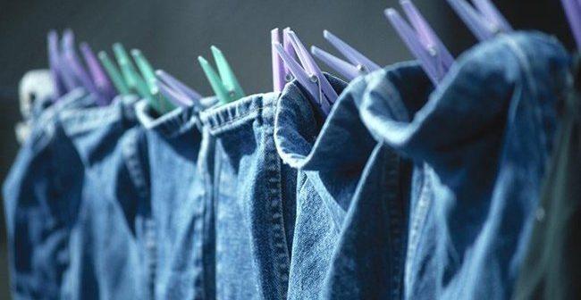 cách giặt quần jean không ra màu lạ
