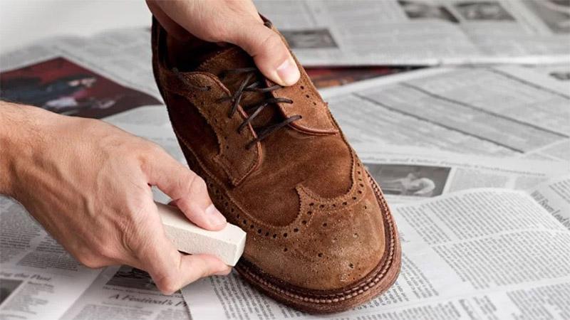 cách làm sạch giày da lộn hay