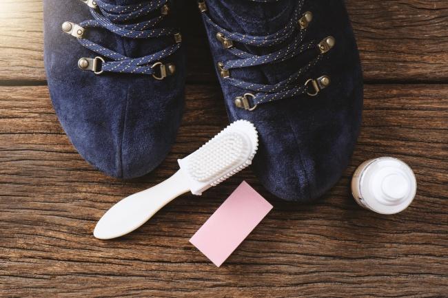cách làm sạch giày da lộn lạ