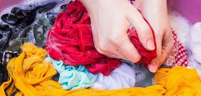 cách xử lí quần áo màu bị dính màu khác mới
