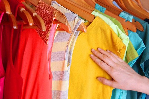 cách xử lí quần áo màu bị dính màu khác nhanh