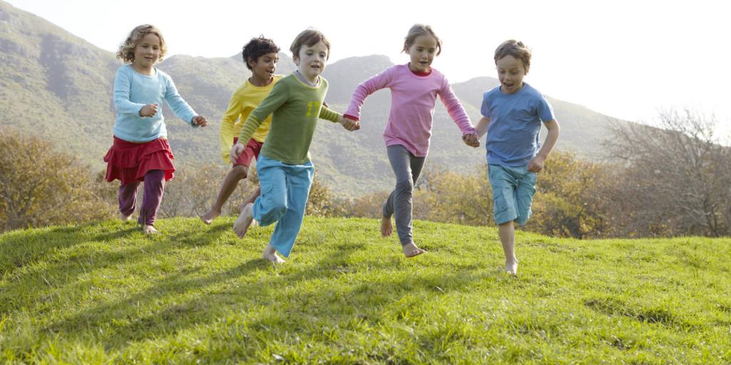 tăng cường cho bé vận động cơ thể
