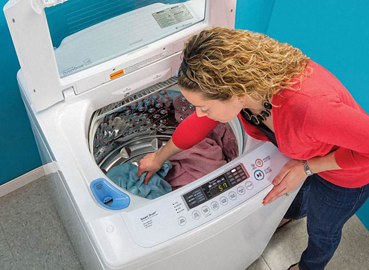 cách giặt quần áo bằng máy giặt hay
