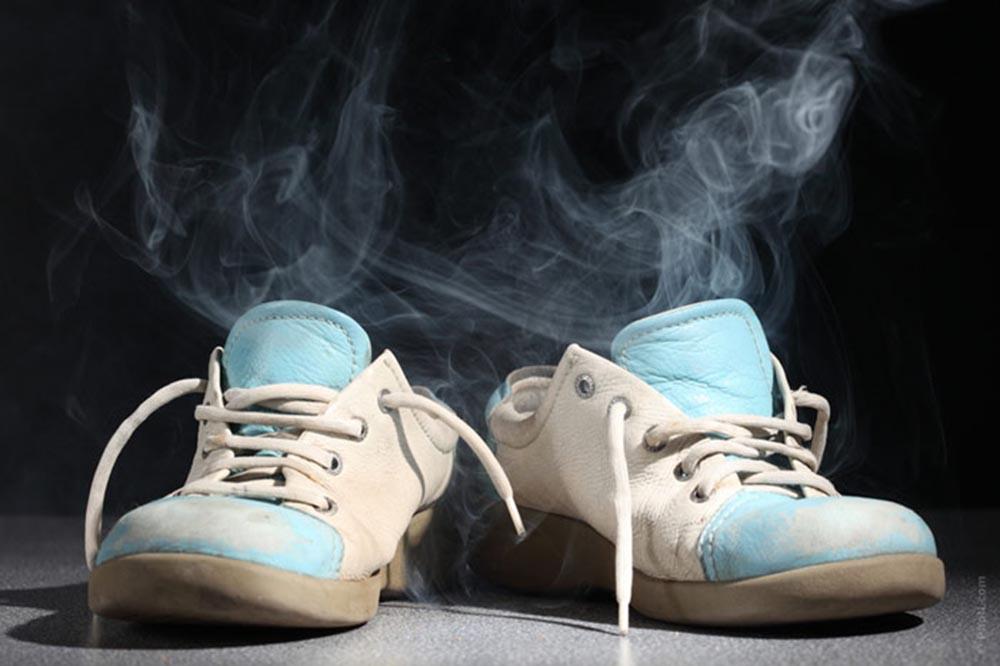 cách khử mùi hôi trong giày thể thao hay