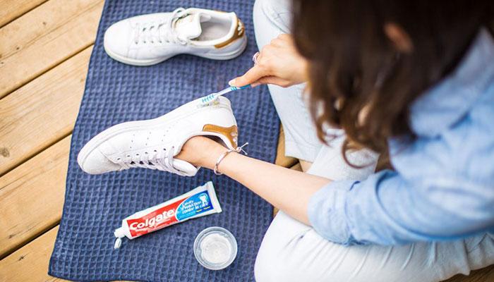 cách làm sạch đế giày trắng hay