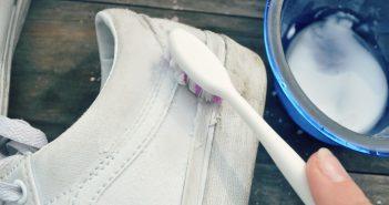 cách làm trắng đế giày bị ố vàng nhanh
