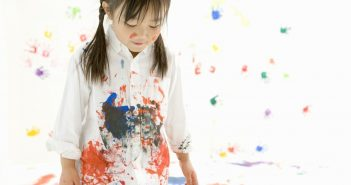 cách tẩy vết sơn khô trên quần áo hay