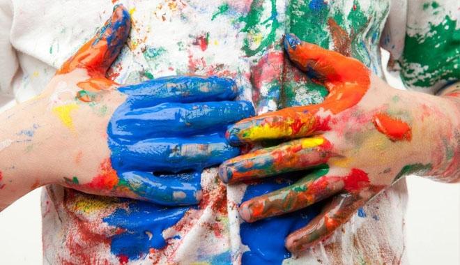cách tẩy vết sơn khô trên quần áo mới