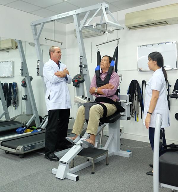 Cách chăm sóc người già bị tai biến khôi phục chức năng với các bài tập sau tai biến