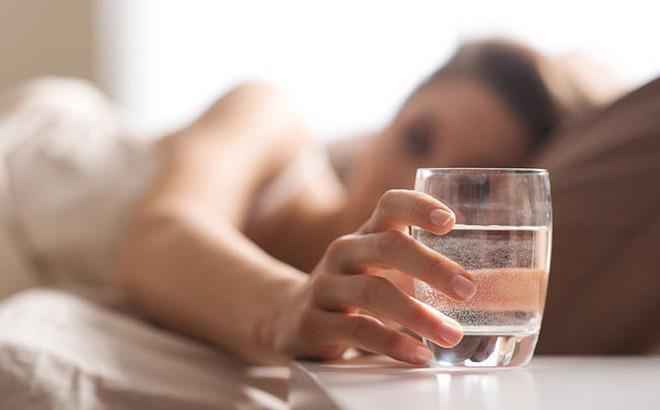 Uống nước là thói quen thiết yếu trong công tác bảo vệ sức khỏe của bản thân